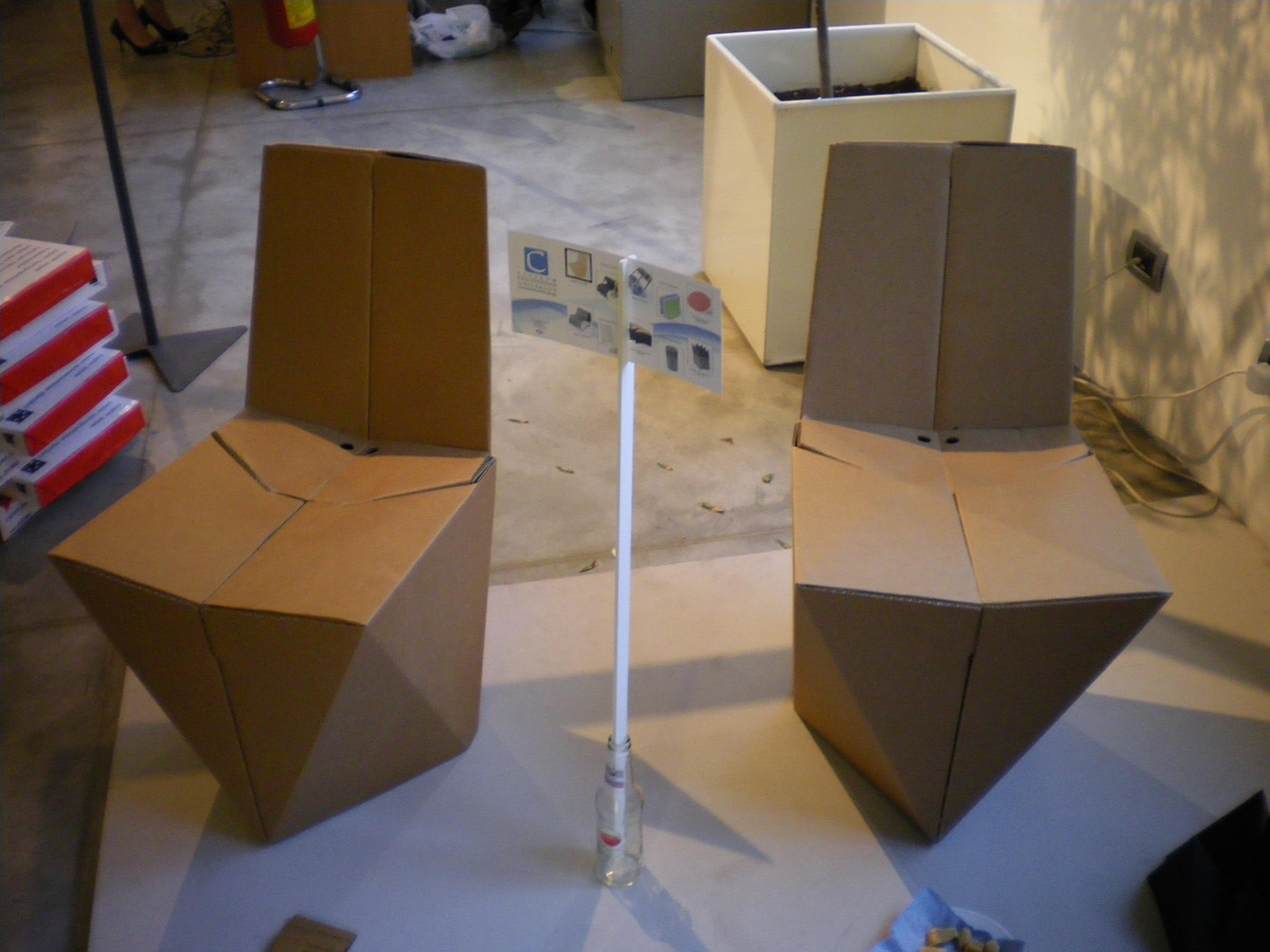 Foldable cardboard chair by Stuart Miller at deignersblock, Milan