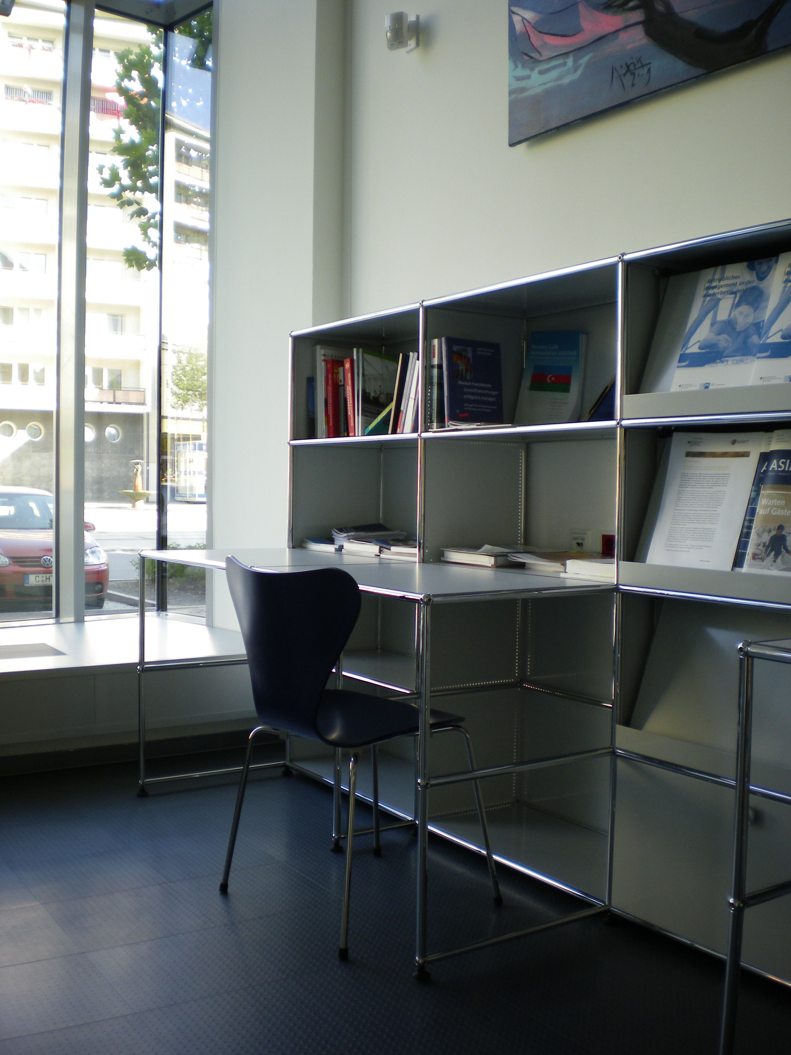 A wonderful USM Haller Workstation featuring book storage and a desk.