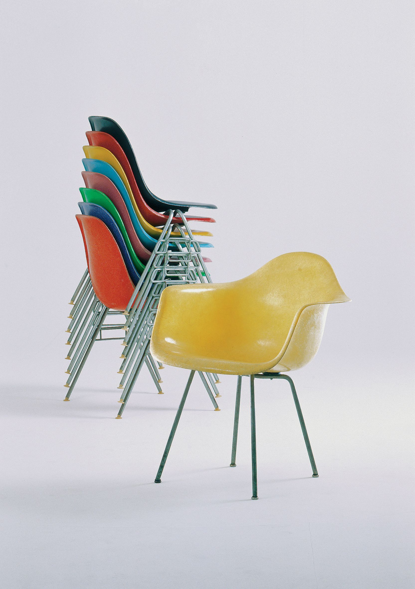 Vitra Design Museum Chairs : vitra-design-museum-exhibition-eames-chair