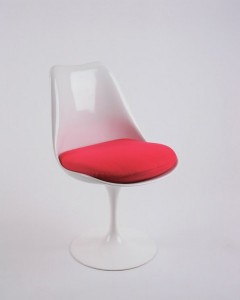 Tulip chair by Eero Saarinen for Knoll