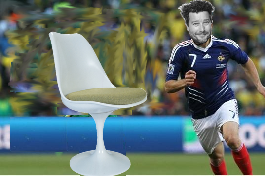 Philippe Starck failed to get teh better of Saarinens Tulip Chair through Knoll International
