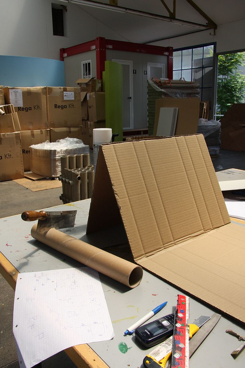 Smow chair vitra design museum cardboard furniture for Chair design workshop
