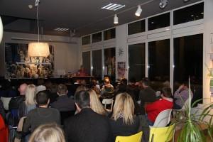 Volles Haus im (smow)Raum für eine Lesung im Rahmen der Leipziger Buchmesse