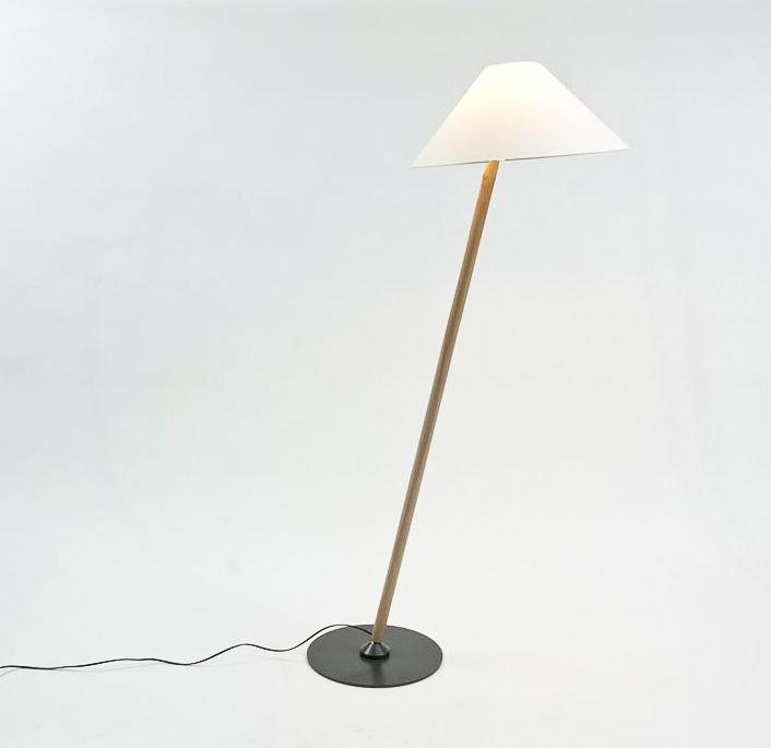 Standing Task Light  - Thanks to an innovative jount lamp and shade can be freely positioned for optimal illumination.