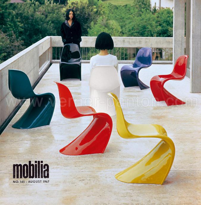 Marianne Panton og Christine Fehlbaum som de første fotomodeller for Pantonstolen (foto © Verner Panton Design)