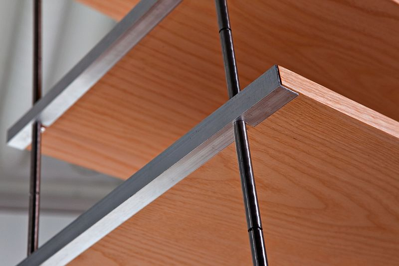 The joining system in AIR. The weight of the shelves holds the system in place.