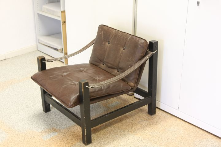 An unidentified chair - a regukar sight on the Burg Giebichenstein Halle campus