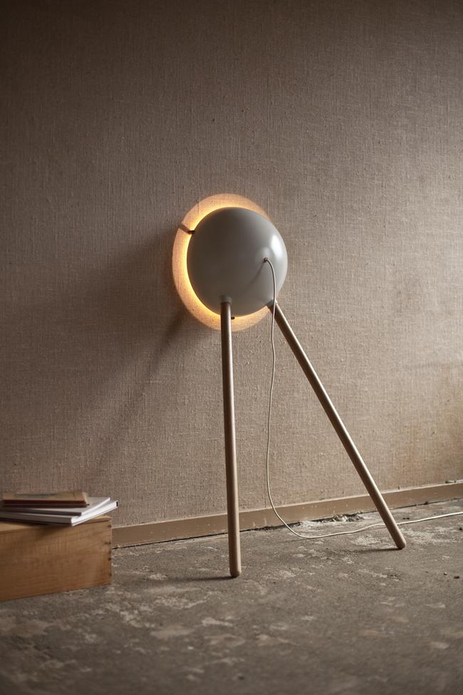 daphna laurens cirkel leaning lamp