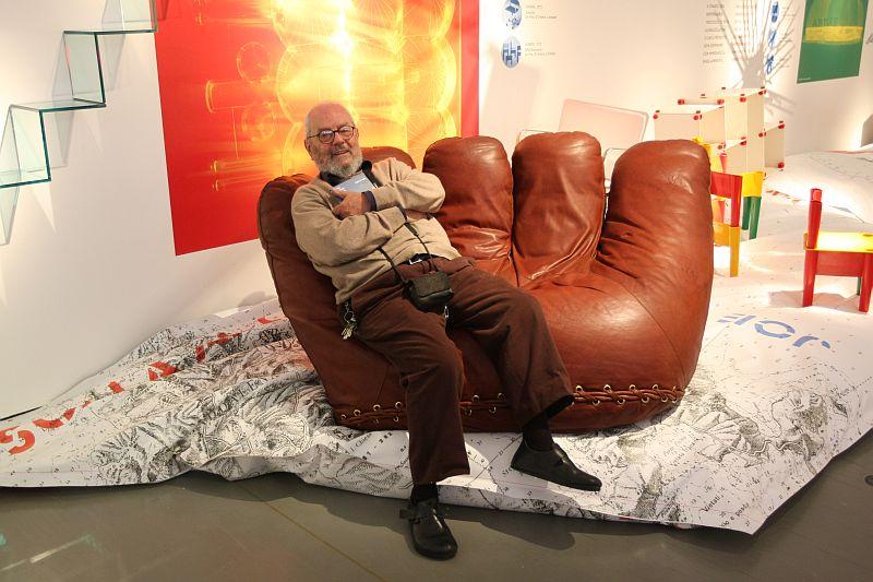 Paolo Lomazzi, Donato D'Urbino and Jonathan De Pas Il gioco e le regole joe sofa