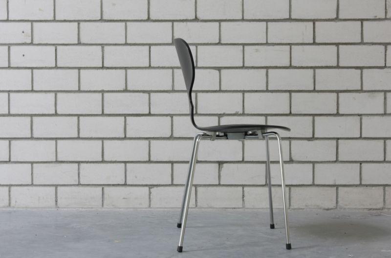 happy birthday die ameise von arne jacobsen wird 60. Black Bedroom Furniture Sets. Home Design Ideas