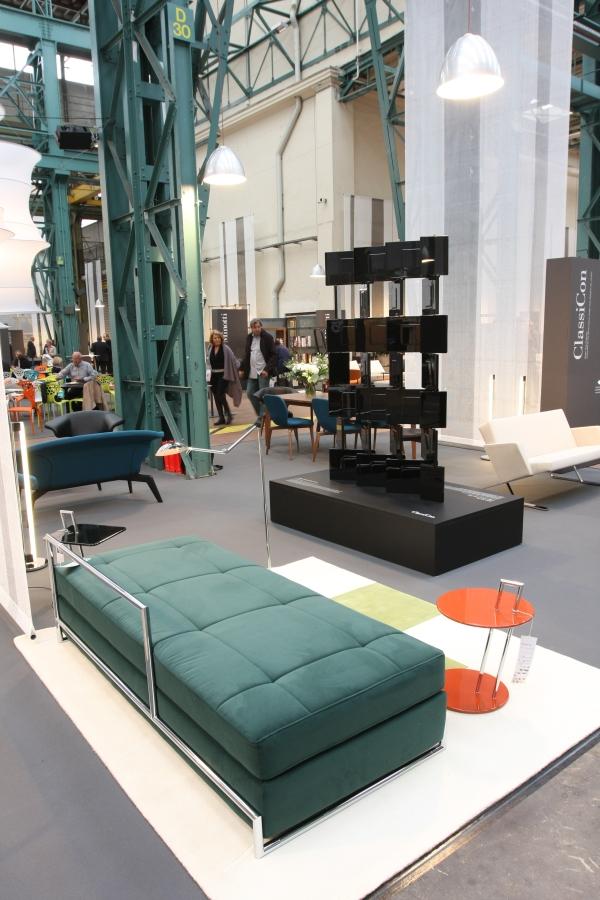 Eileen Gray Adjustable Table Day Bed Paravent en briques Classicon