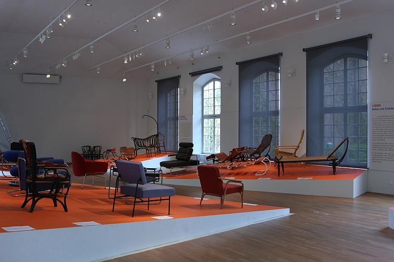 Sitzen Liegen Schaukeln Möbel von Thonet Grassi Museum für Angewandte Kunst Leipzig 02