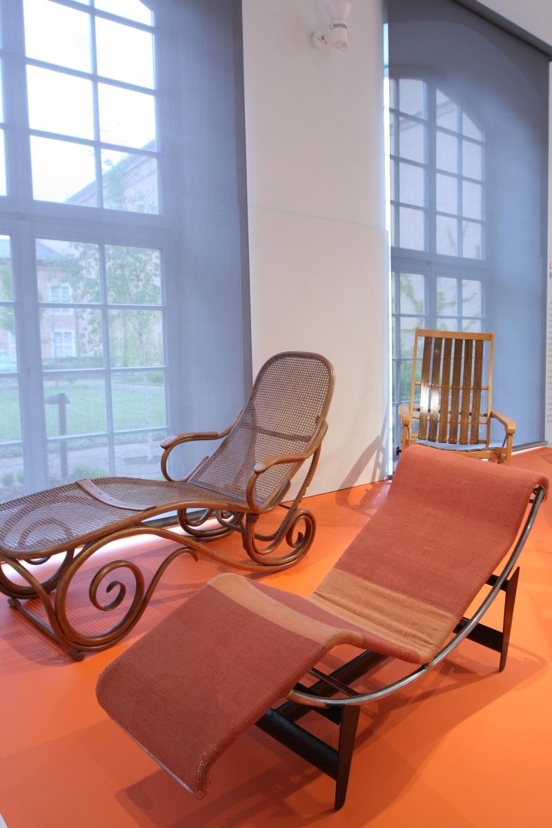 Sitzen Liegen Schaukeln Möbel Von Thonet Grassi Museum Für Angewandte Kunst  Leipzig Schlafsofa Nr 2 Chaiselongue B 306 Le Corbusier Pierre Jeanneret ...
