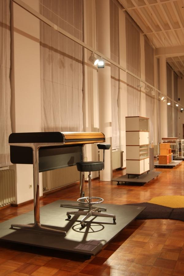 SYSTEM DESIGN Über 100 Jahre Chaos im Alltag at the Museum für Angewandte Kunst Köln George Nelson Action Office Office Furniture System
