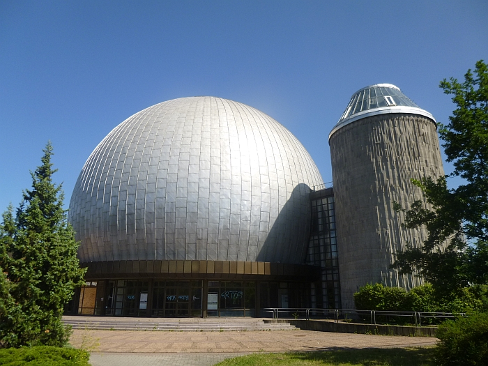 Zeiss-Großplanetarium by Berlin Ulrich Müther (completed 1986)