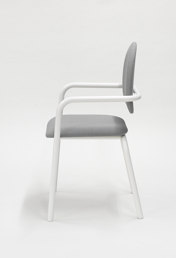 T Chair by Kai Linke (Photo: Alexander Böhle Courtesy Studio Kai Linke)