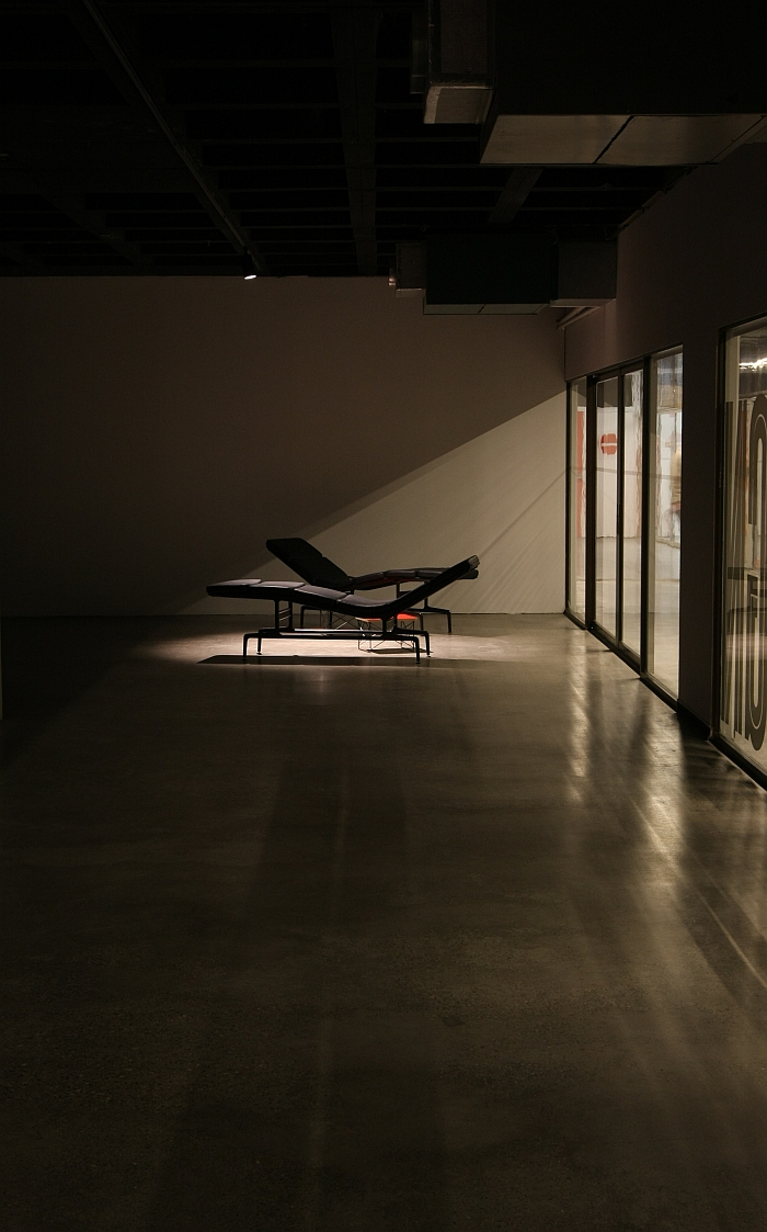 Eames hollywood at the art design atomium museum adam - Chaise eames belgique ...