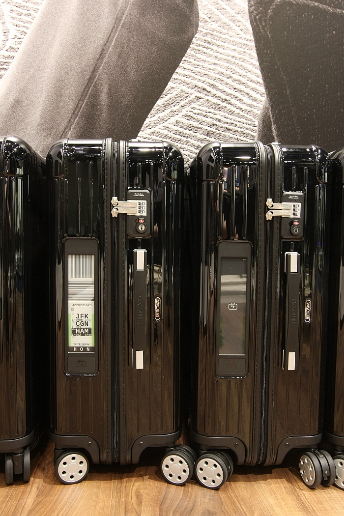 Rimowa Electronic Tag,on and off.