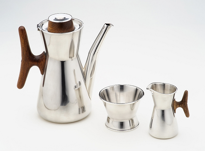 Coffee pot, sugar bowl and cream jug by Tapio Wirkkala for Kultakeskus, 1959 (Photo Timo Syrjänen, Courtesy Grassi Museum for Applied Arts, Leipzig)