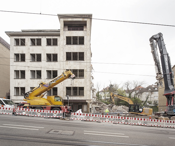 The demolition of flats in the Haussmannstraße, Stuttgart. (Photo Copyright Wilfried Dechau)
