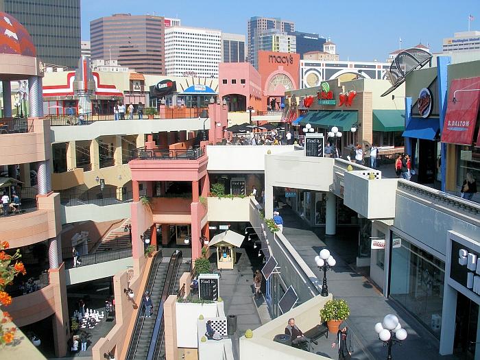 The Horton Plaza, San Diego, California by Jon Jerde (Photo © The Jerde Partnership)