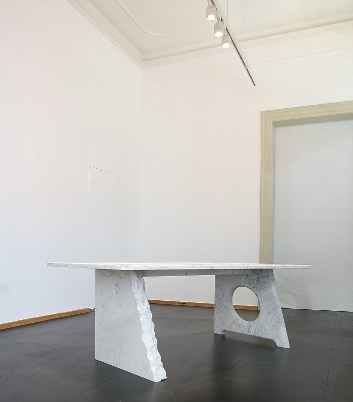 The Youhutseymatic Table by Richard Hutten, Michael Young & Jerszy Seymour, as seen at Friends + Design, Kunstgewerbemuseum Dresden. Here front leg by Jerszy Seymour, rear leg by Michael Young