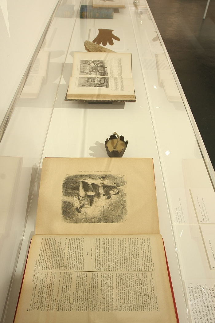 Material knowledge through literature, as seen at Object Lessons. The Story of Material Education in 8 Chapters at the Werkbundarchiv Museum der Dinge Berlin