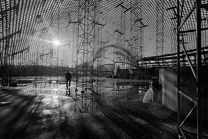 Interior of the Multihalle during construction for the Bundesgartenschau 1975 in Mannheim (Photo © saai Südwestdeutsches Archiv für Architektur und Ingenieurbau, Karlsruher Institut für Technologie, Werkarchiv Frei Otto)