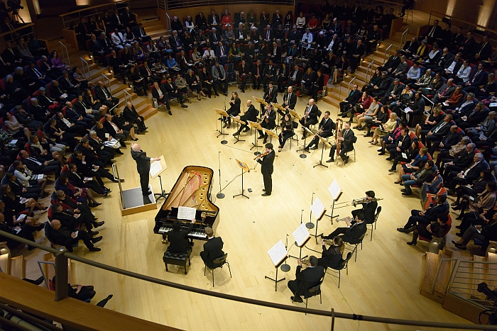 The Boulez Ensemble Berlin, the musicians bottom right demonstarting some of the typical seating positions musicians adopt: utight against teh backrest, sitting on the front edge, somewhat slouched (Photo © Peter Adamik, Courtesy of Wilde+Spieth)