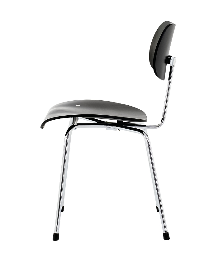 The SE 68 by Egon Eierman for Wilde+Spieth. Note the straight backrest cf the musician's chair