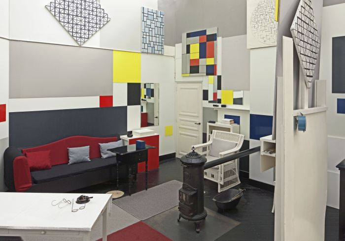 A recreation of Piet Mondrian's Paris studio, on show at Gemeentemuseum Den Haag (Photo: Fas Keuzenkamp, © 2017 STAM STIJL architectuur Mondriaan, courtesy of Gemeentemuseum Den Haag)