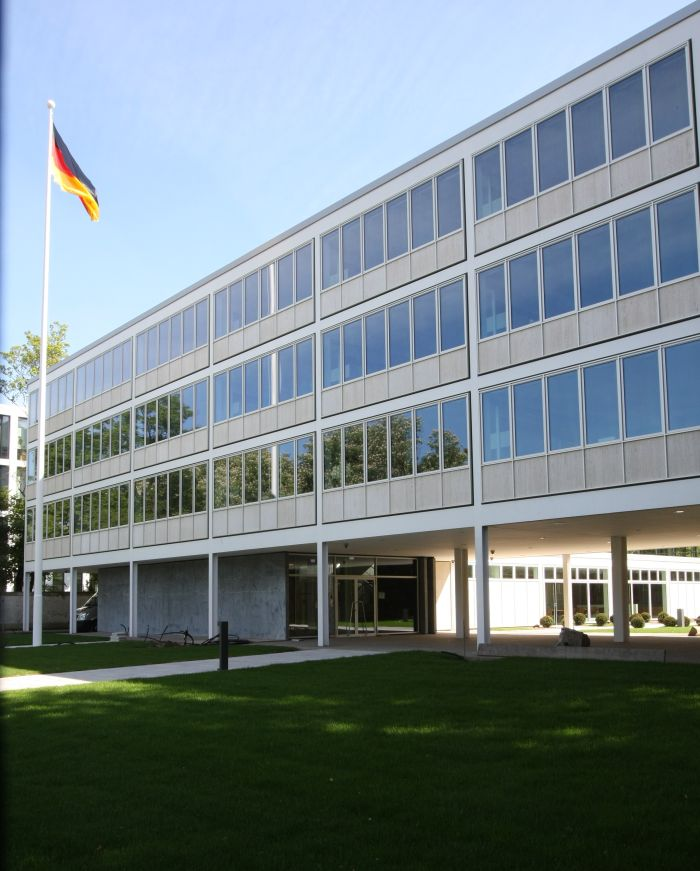The former US Consulate Düsseldorf by Skidmore, Owings & Merrill ... now very much in German hands....