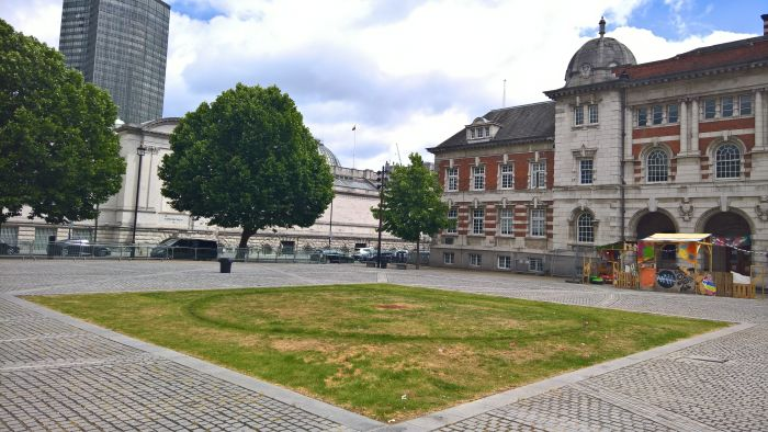 Chelsea College of Arts, London. Tate Britain on the left, the College builing on the right