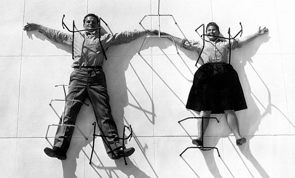 Charles and Ray Eames, 1947 (Photo © Eames Office LLC, Courtesy Vitra Design Museum)