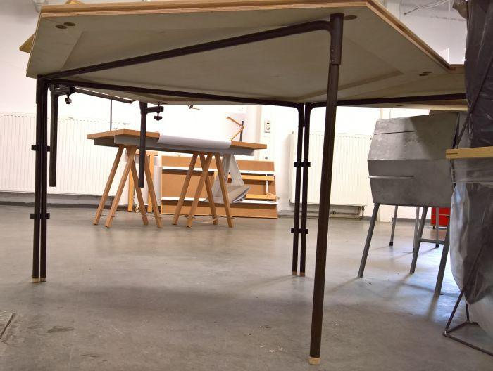 Hexaflex modular table by Hanni Nguyen, Anton Worch and Mingxin Xu, as seen at Summaery 2017, Bauhaus University Weimar