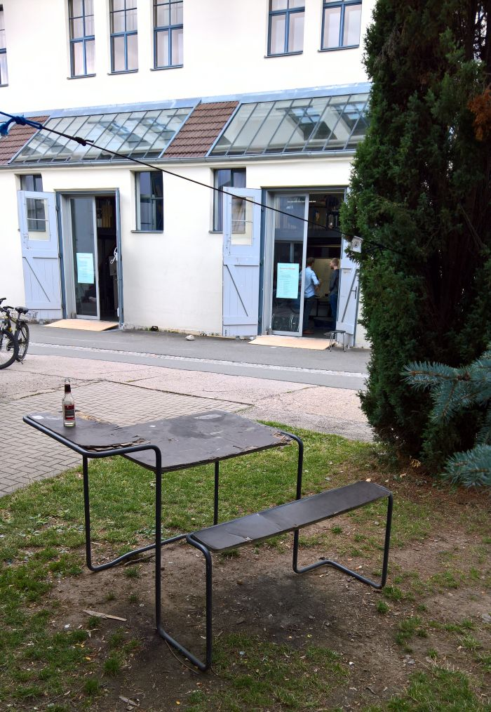 Who says they can't do bent tubular steel furniture in Weimar......