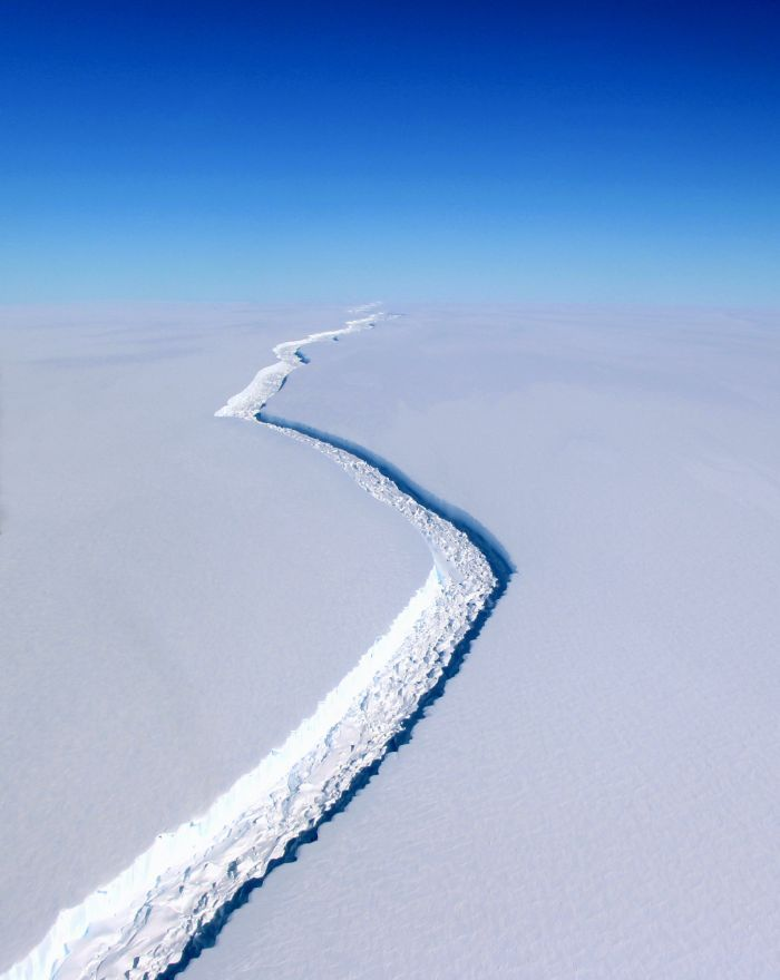 Crack in the Larsen C, Antarctica (Photo © NASA/John Sonntag, Courtesy CCCB)