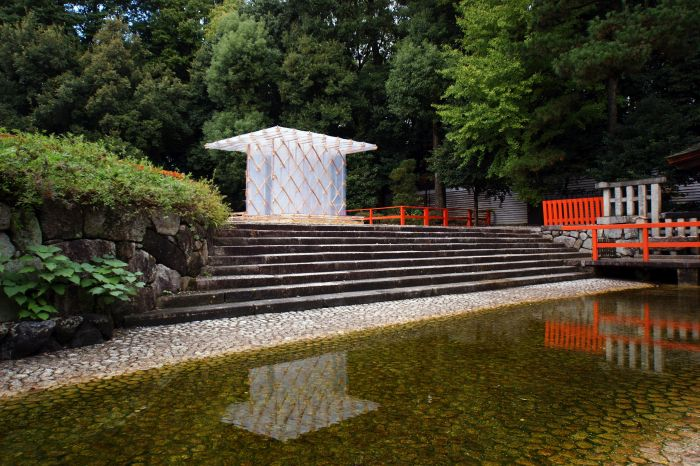 "Kengo Kuma, Pavilion ""Hojo-an"", built for the 800 anniversary of Kamo no Chômei in Shimogamojinja Shrine, Kyôto, 2013 (Photo: Kengo Kuma & Associates, courtesy Neues Museum Nürnberg)"