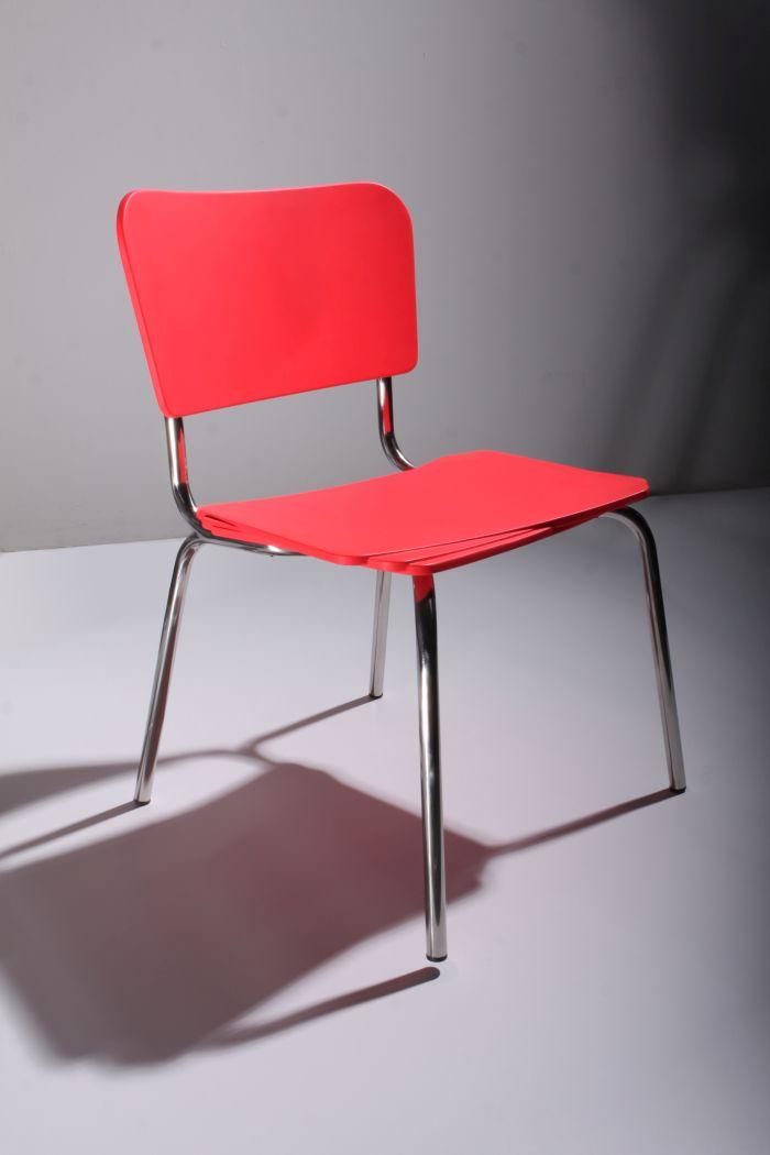 Hyperactive chair by Patricia Yasmine Graf & Fabian Seibert (Photo Bartosz Plodovski © Sülzkotlett )