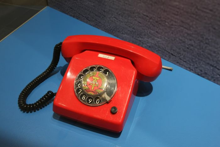 .....bis Zentralkomitee. As represented by a RFT type 551 11207 telephone from the Stasi office in Rostock