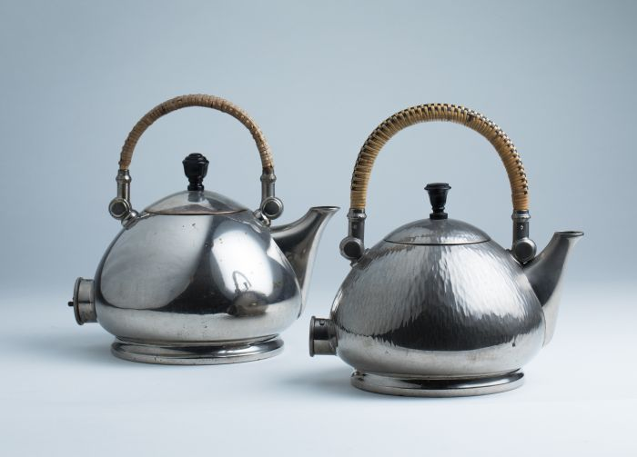 Tea pot and kettle by Peter Behrens for AEG Berlin (Photo Jan Rothstein © and courtesy MAKK)