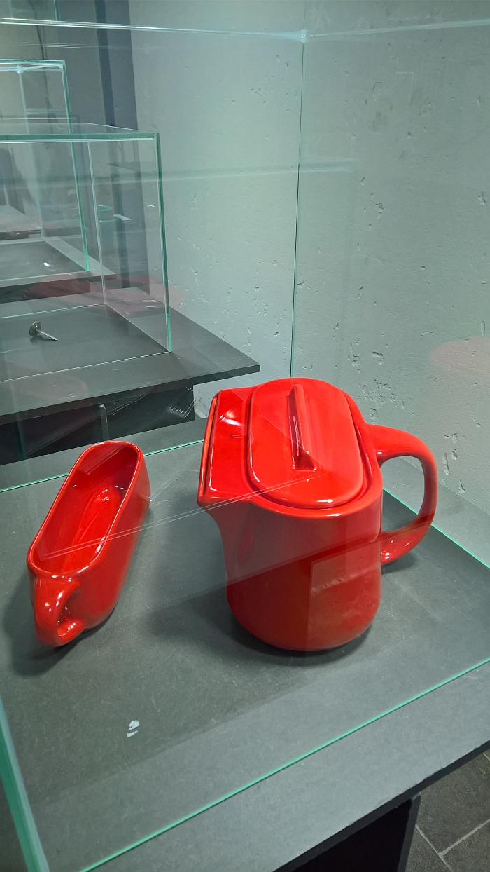 The Uncomfortable Teapot and Mug by Katerina Kamprini, as seen at VICIS. Always Change a Running System Munich