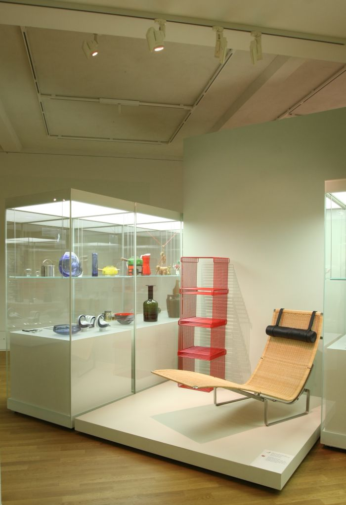 PK24 chaise longue by Poul Kjaerholm & Wire Shelf by Verner Panton, as seen at Made in Denmark. Design since 1900, Grassi Museum of Applied Arts Leipzig