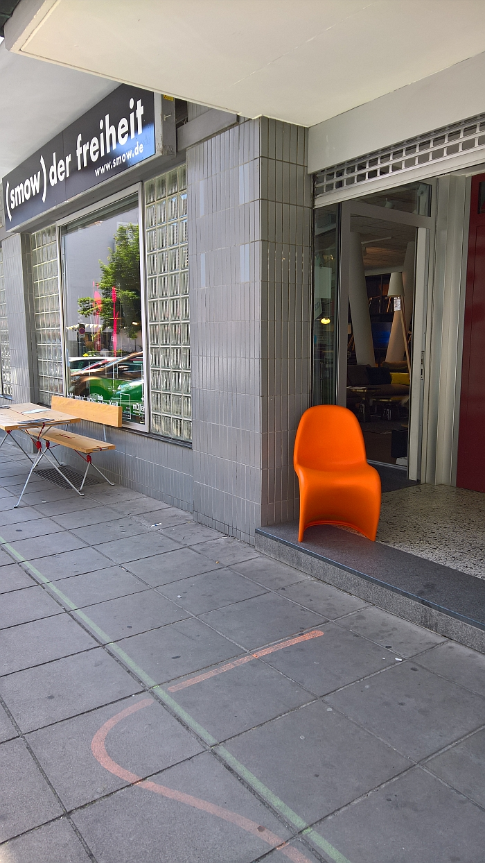 Honestly! smow Stuttgart! Matching the colour of their Freiheit 2.0 Guidance System line with a Panton Chair! Profis!