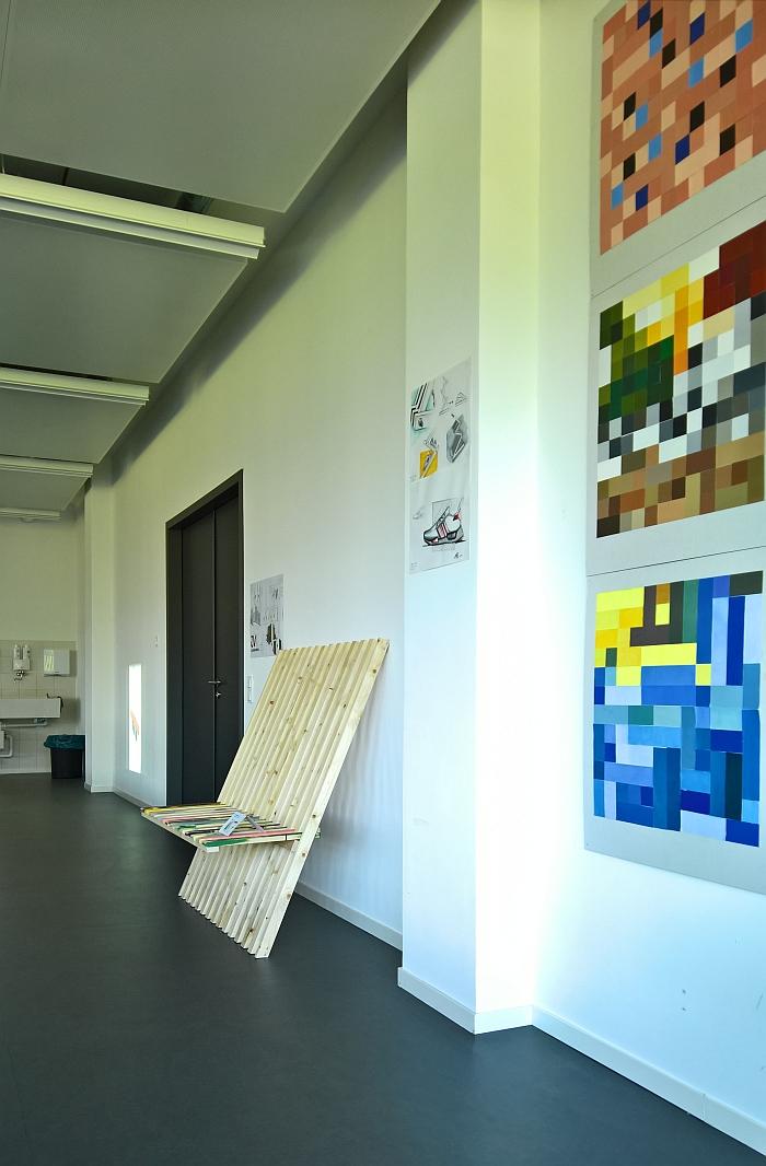JV1 Leaning Bench by Valentin Lude & Jannik Steffan, as seen in the class Objekt/Raum/Farbe, Folkwang Universität der Künste Essen 2018 Rundgang