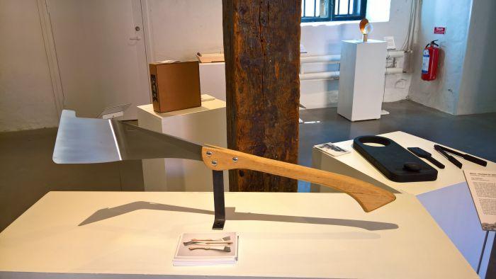 Hélice. A Nicaraguan sugar cane harvest machete by Olov Eriksson, as seen at Vårutställning 2018, Form/Design Center, Malmö