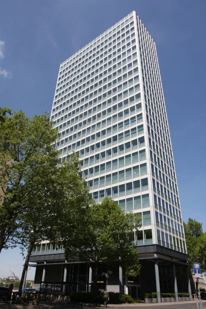 Mannesmann-Hochhaus Düsseldorf by Paul Schneider-Esleben