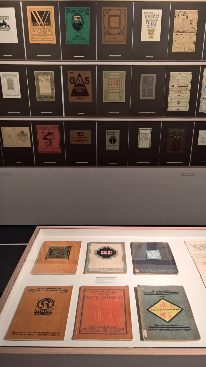 Six monographs published by the Museum für Kunst in Handel und Gewerbe, as seen at Commercial Design instead of Applied Art?, the Werkbundarchiv – Museum der Dinge Berlin