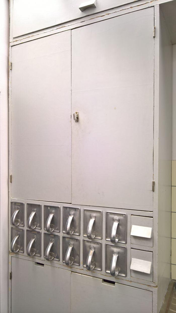 Frankfurter Küche by Margarete Schütte-Lihotzky... the dry goods storage