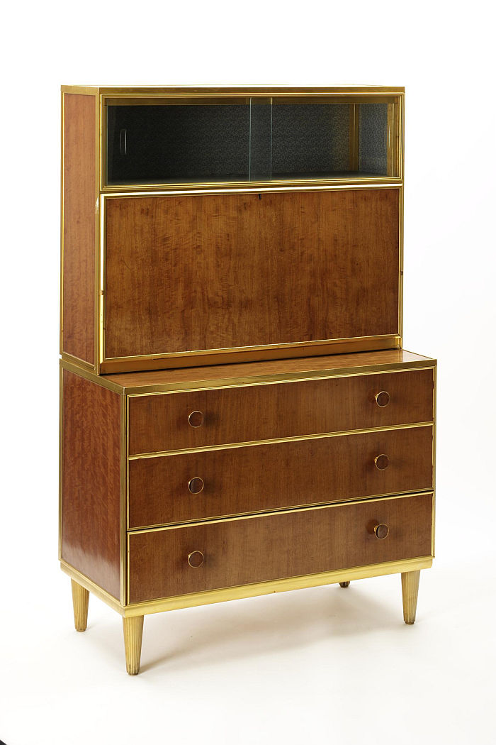 A desk constructed according to the Framed Furniture system developed by Arthur Walsh, Arthur Kershaw, Gordon Russell and George Cleaver in context of the Utility Furniture Scheme (image © Victoria and Albert Museum, London)